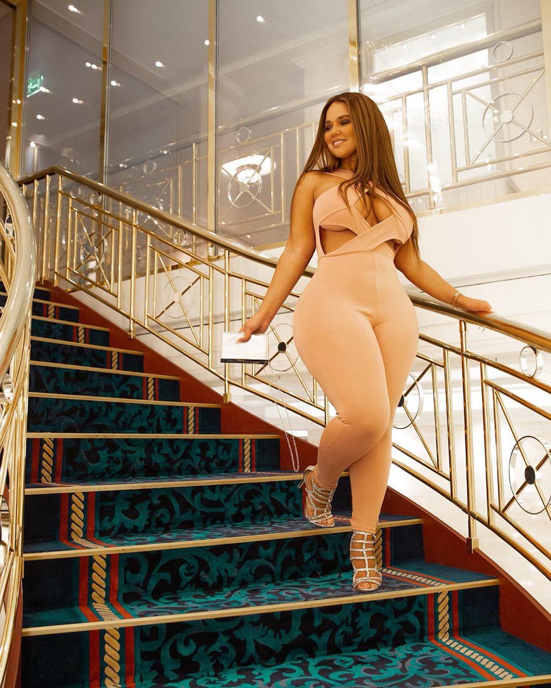 Pamela Alexandra dress colour combination, girls photoshoot, legs pic