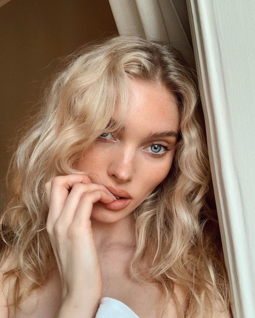 Elsa Hosk in blond hairs, Girls With Cute Face, Lips Smile