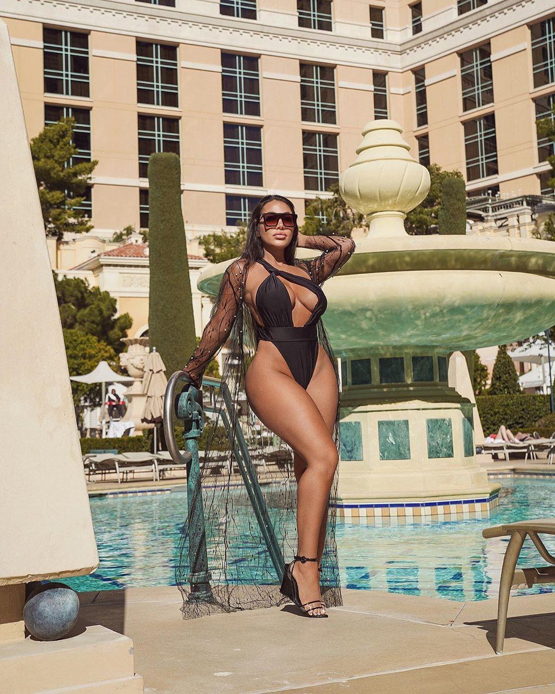 Aylen Alvarez swimwear dress for women, photoshoot poses, legs pic