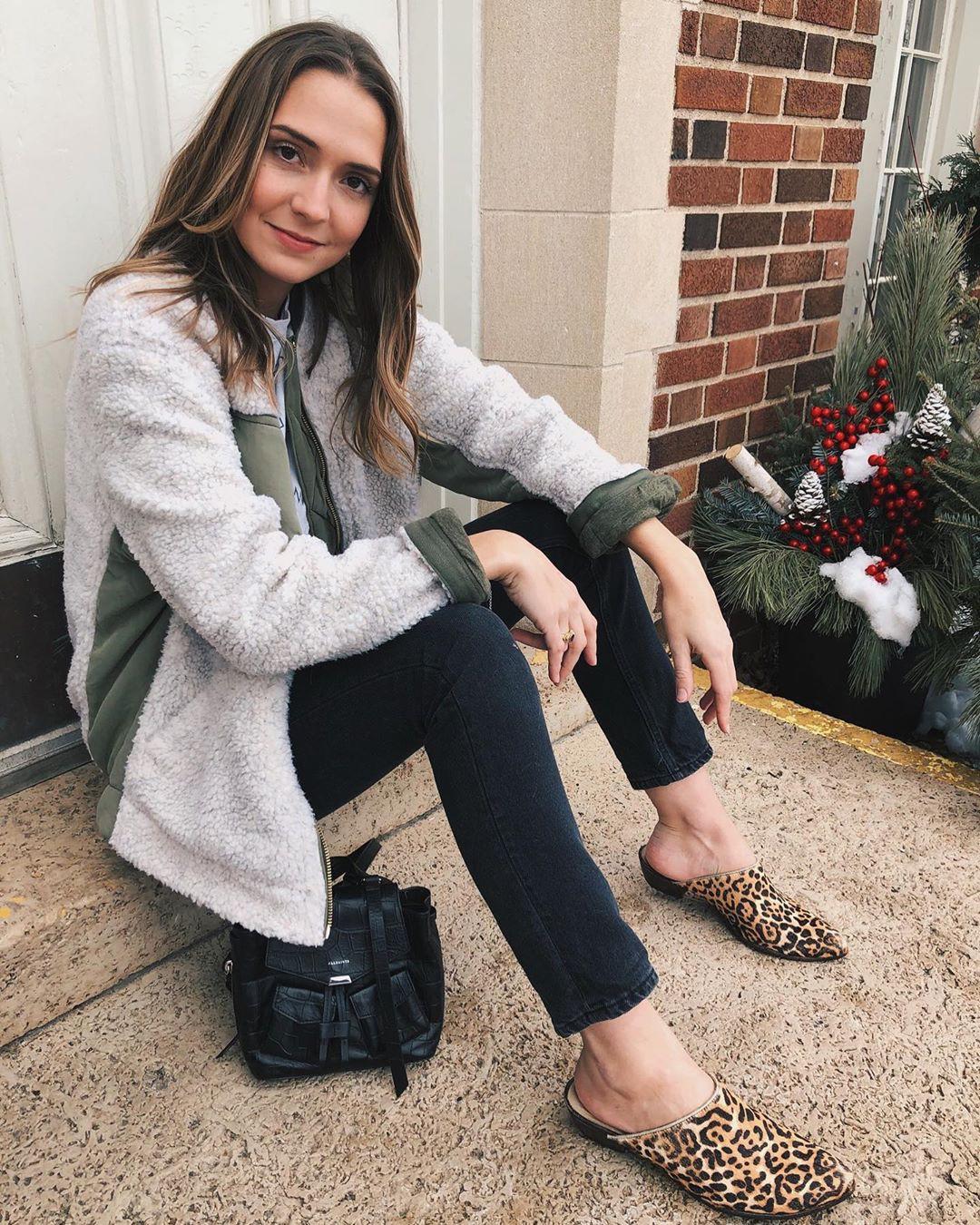 Laura Hudson jacket, fur colour ideas, legs picture