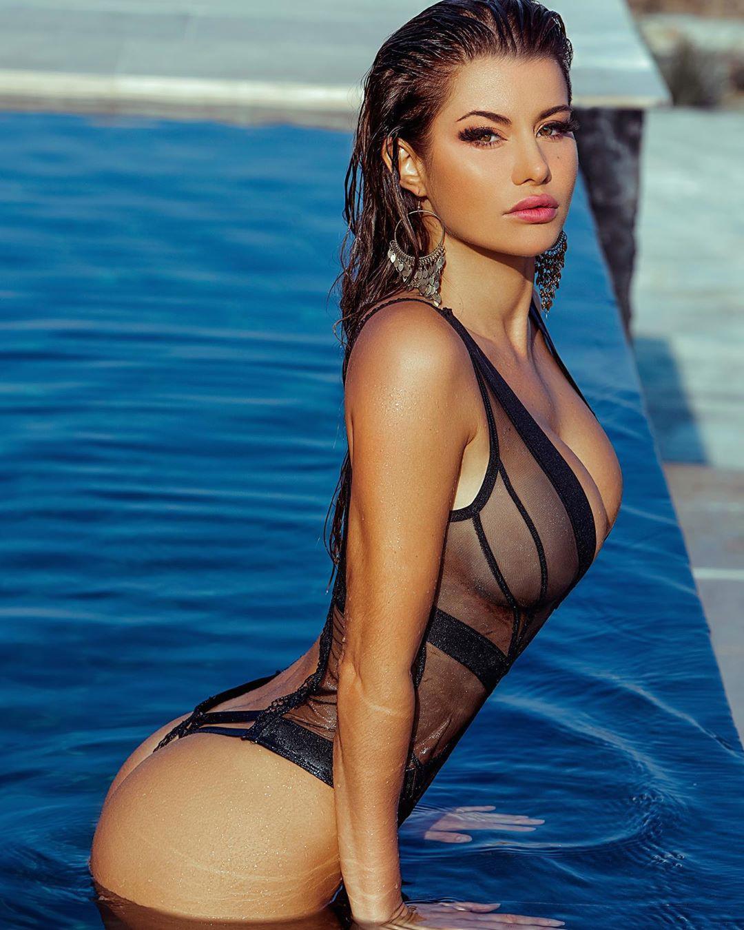 Bianca Richards bikini swimwear outfit style, best photoshoot ideas