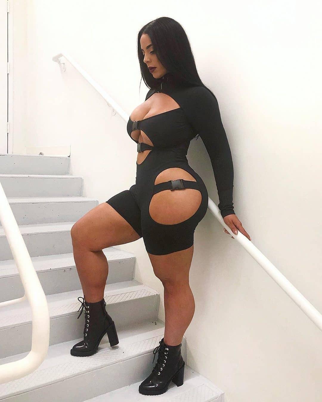 Genesis Vargaz female thighs, legs picture, Black Natural Hair