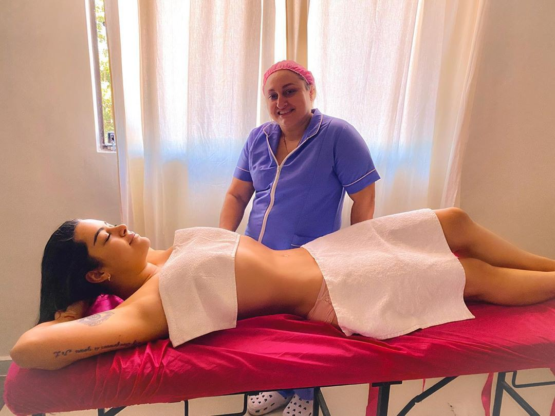 Lari Riquelme legs picture, medical procedure, physical therapy