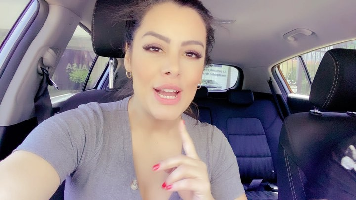 Lari Riquelme Face Makeup, Glossy Lips, Hairstyle For Girls