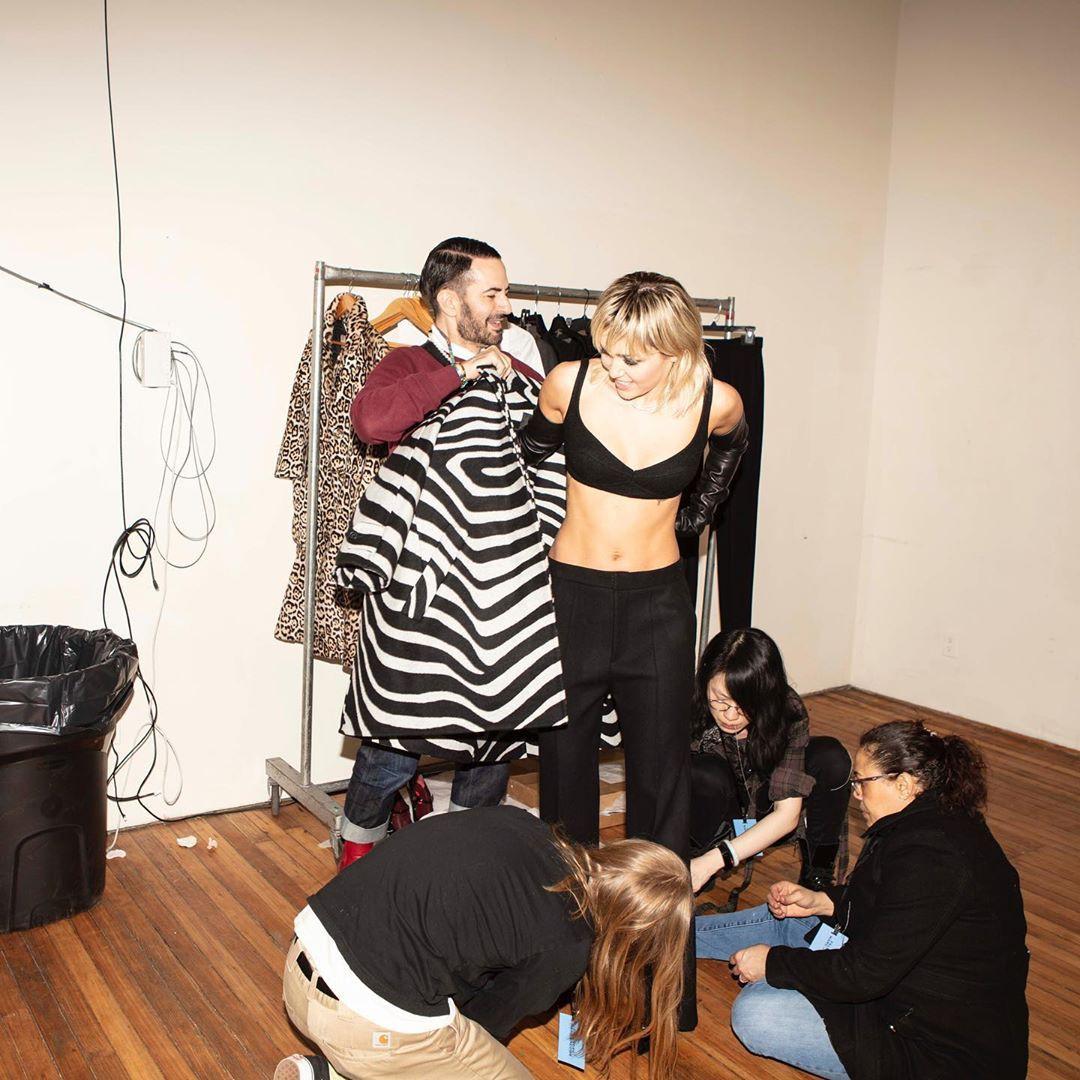 mileycyrus photoshoot poses, cute girls photos, having fun