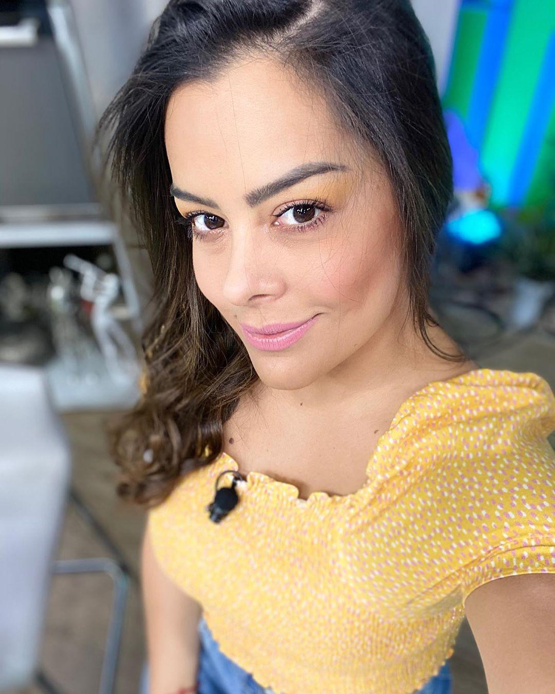 Lari Riquelme Beautiful Black Hairs, Lip Makeup, Long Hair Instagram