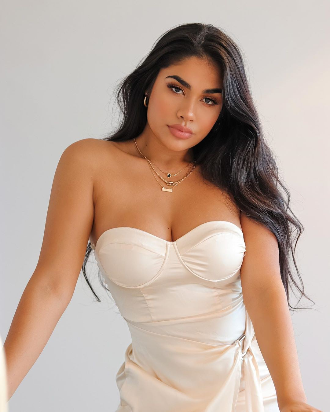 Maria Perez strapless dress colour outfit, you must try, instagram photoshoot