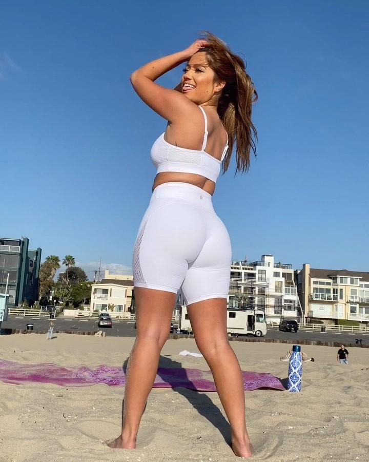 Jessica Burciaga photoshoot poses, woman thighs, fine legs