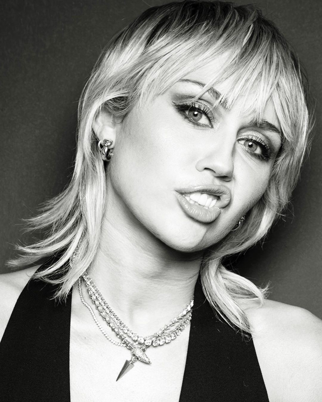 mileycyrus blond hairstyle, Bautiful Face, Lip Makeup