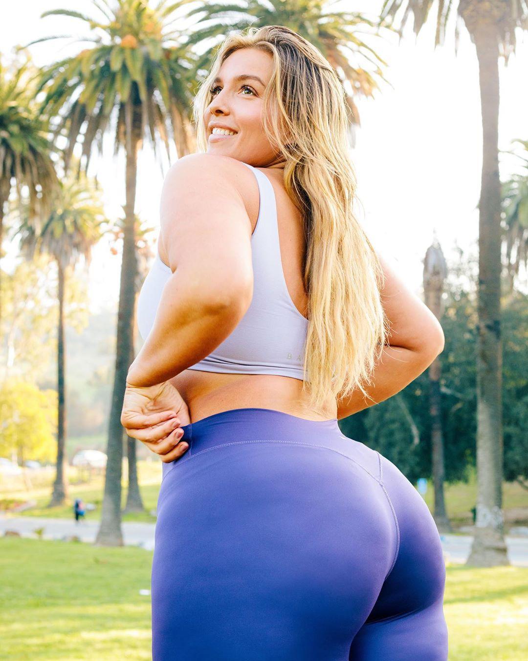 Stephanie Viada Instagram sensation active pants, sportswear colour outfit ideas 2020