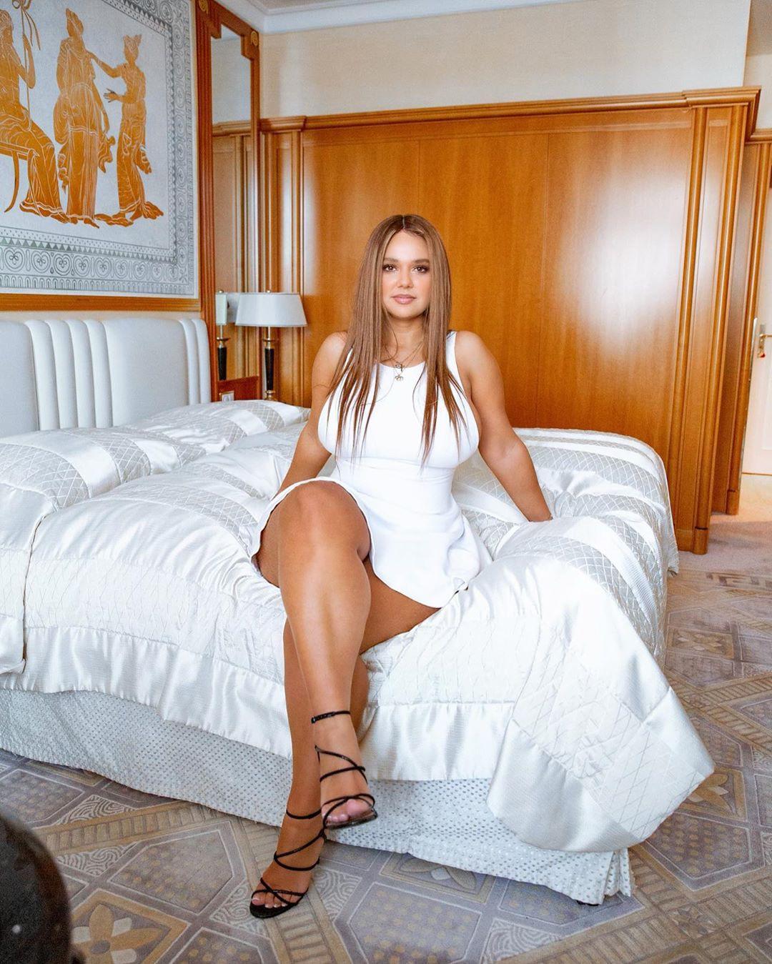 Pamela Alexandra hot girls thighs, hot legs picture, blond hairs