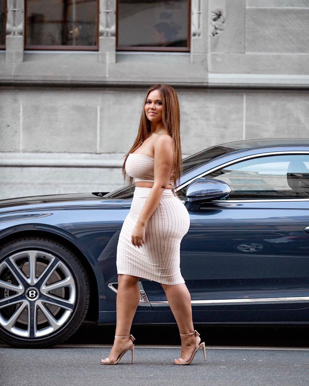 Pamela Alexandra dress colour combination, legs pic, Hot Model