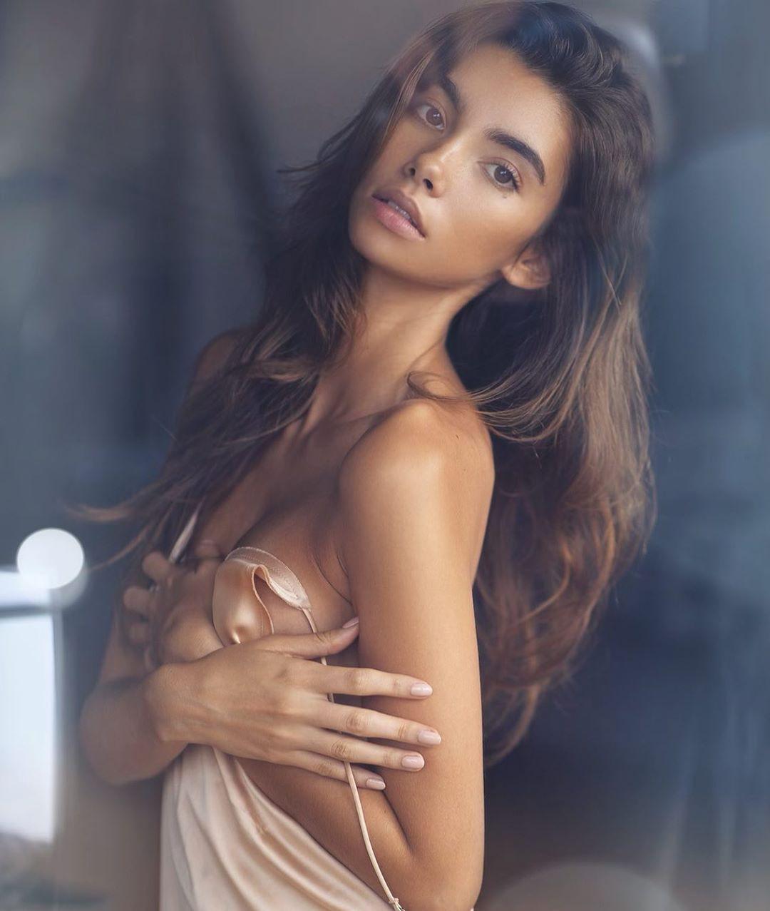 Cindy Mello photoshoot ideas, Glossy Lips, Long Hair Girl