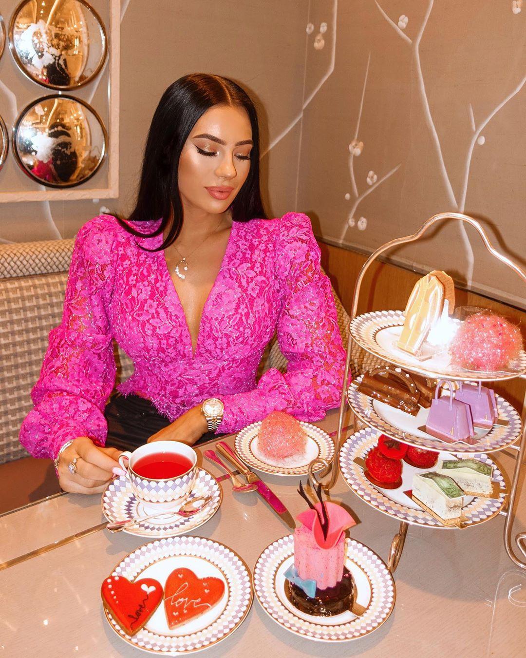 Klaudia Badura, dessert, magenta, sitting