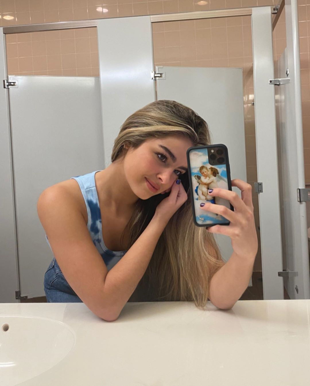 Addison Rae model photography, cute blond hairs, Long Hair Style