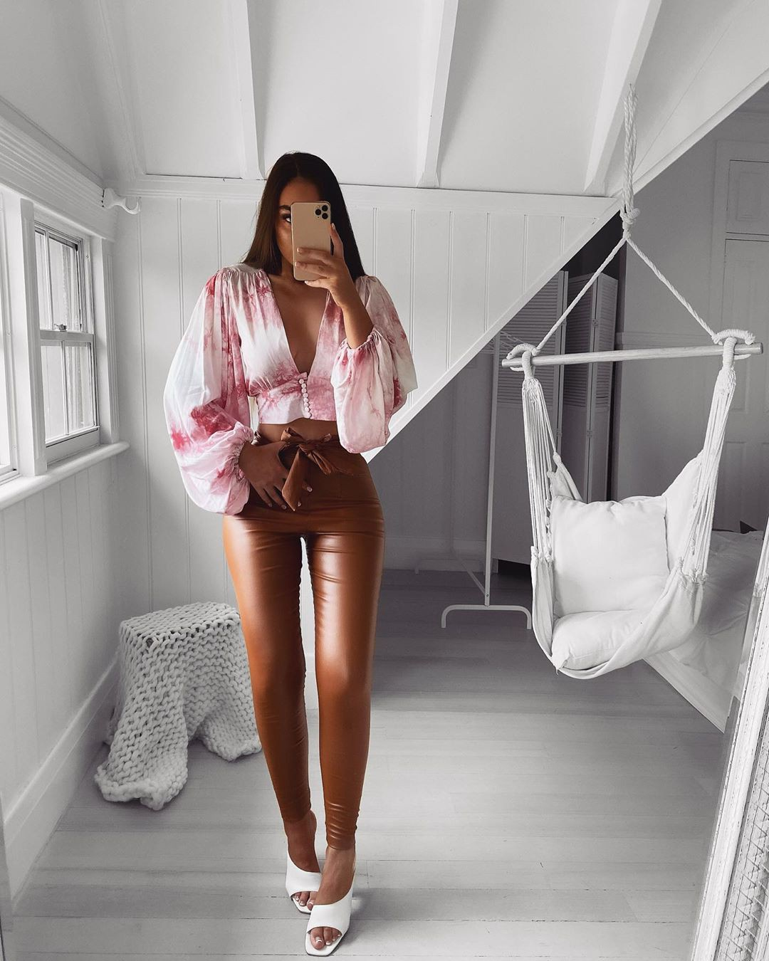 White and pink jeans, best photoshoot ideas, smooth thigh pics