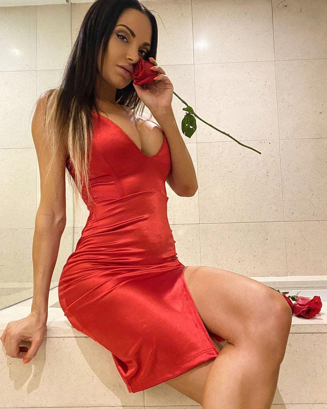 Nienna Jade hot legs, fine legs, Beautiful Lips