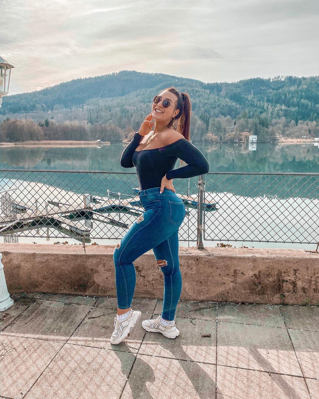 electric blue outfit instagram with sportswear, leggings, photoshoot ideas