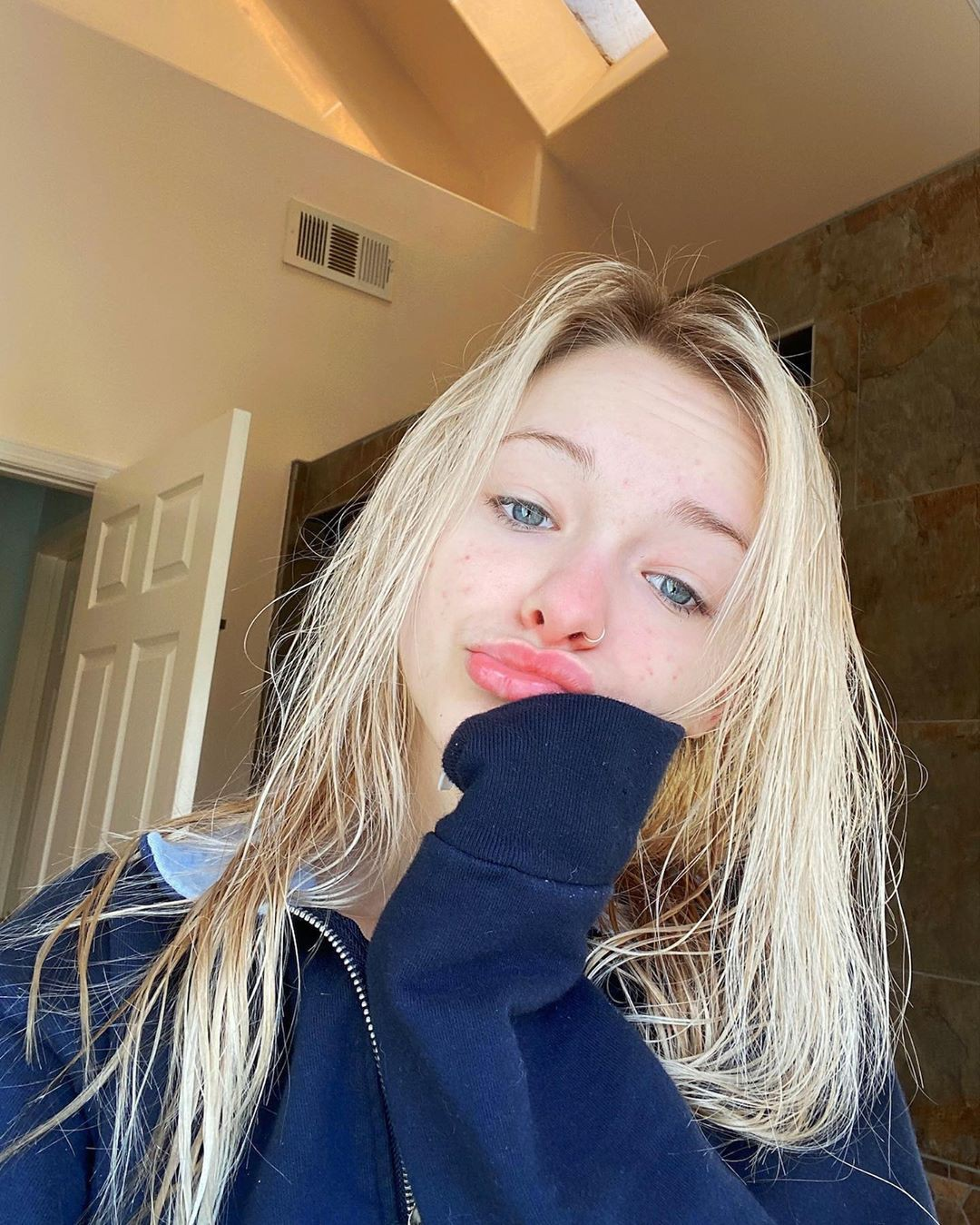 Zoe Laverne in blond hairs, Cute Face, Beautiful Lips