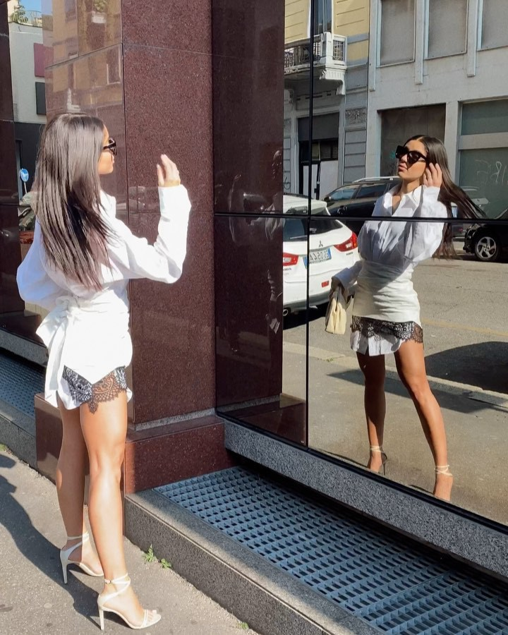 Yovanna Ventura shorts outfits for women, cute girls photos, legs picture