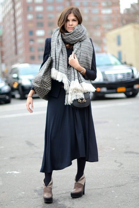 Style outfit with skirt, coat, fur