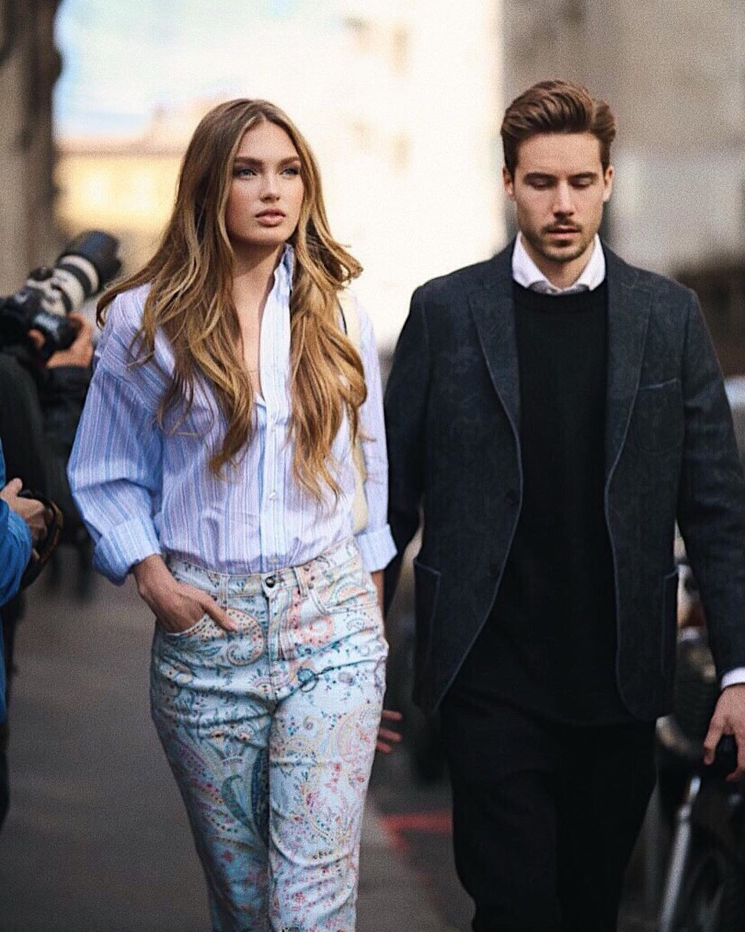 Romee Strijd formal wear, blazer, jeans colour combination
