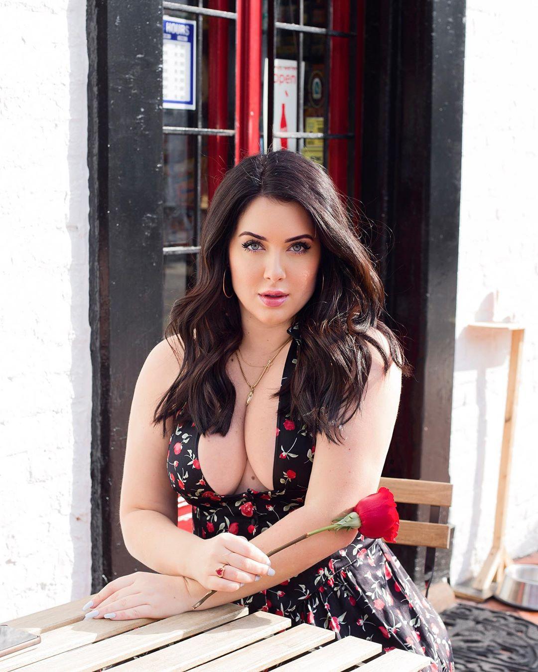 Holly Luyah photoshoot poses, photography ideas, Lip Makeup