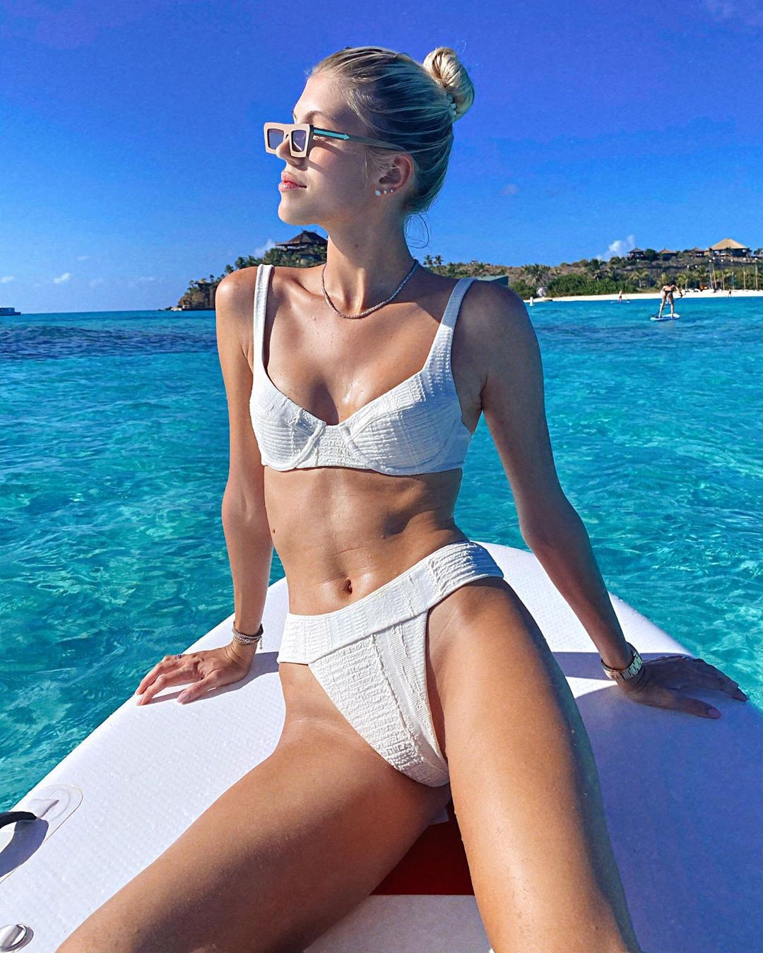 Devon Windsor sexy insta pic, sexy photo in lingerie, Sexy Bikini Girl Posing swimwear clothing  ...