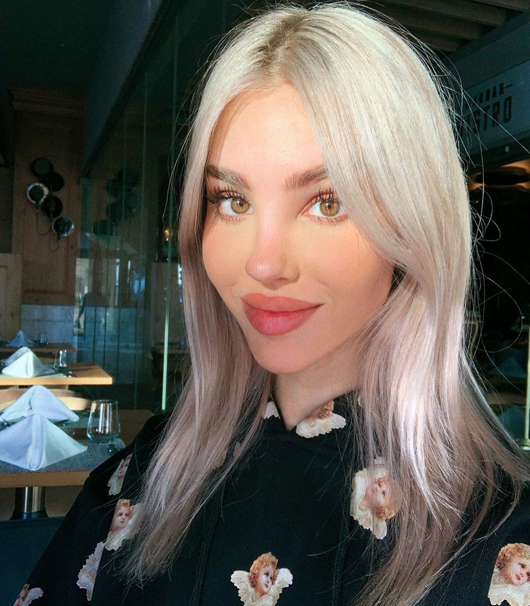 Maria Domark blond hairstyle, Cute Face, Natural Lips