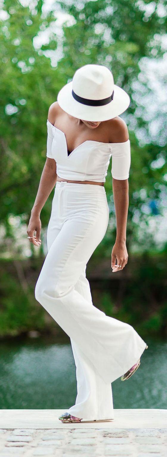 White dress for diner en blanc