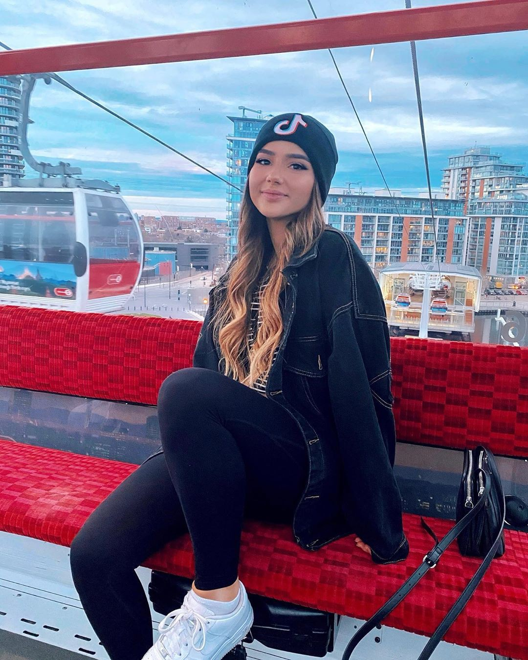 Isabela Fernandez legs picture, Long Hairstyle Ideas, outfit ideas