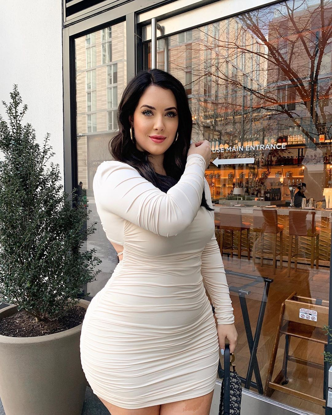 Holly Luyah dress colour outfit, legs pic, Hot Model Picture