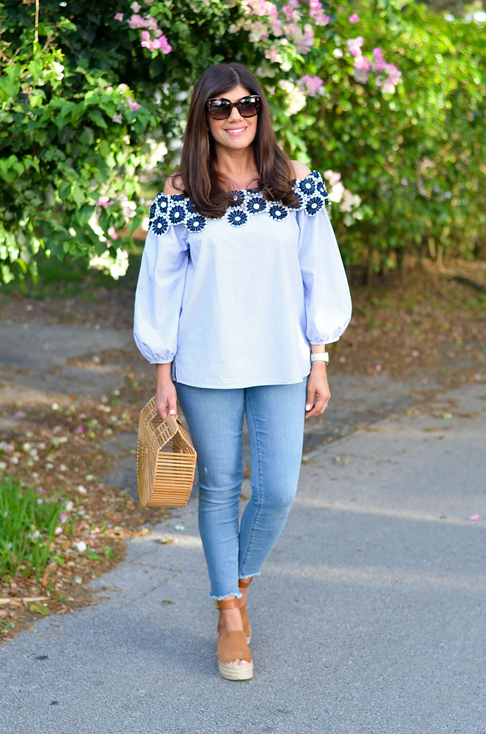 White and blue classy outfit with leggings, denim, jeans