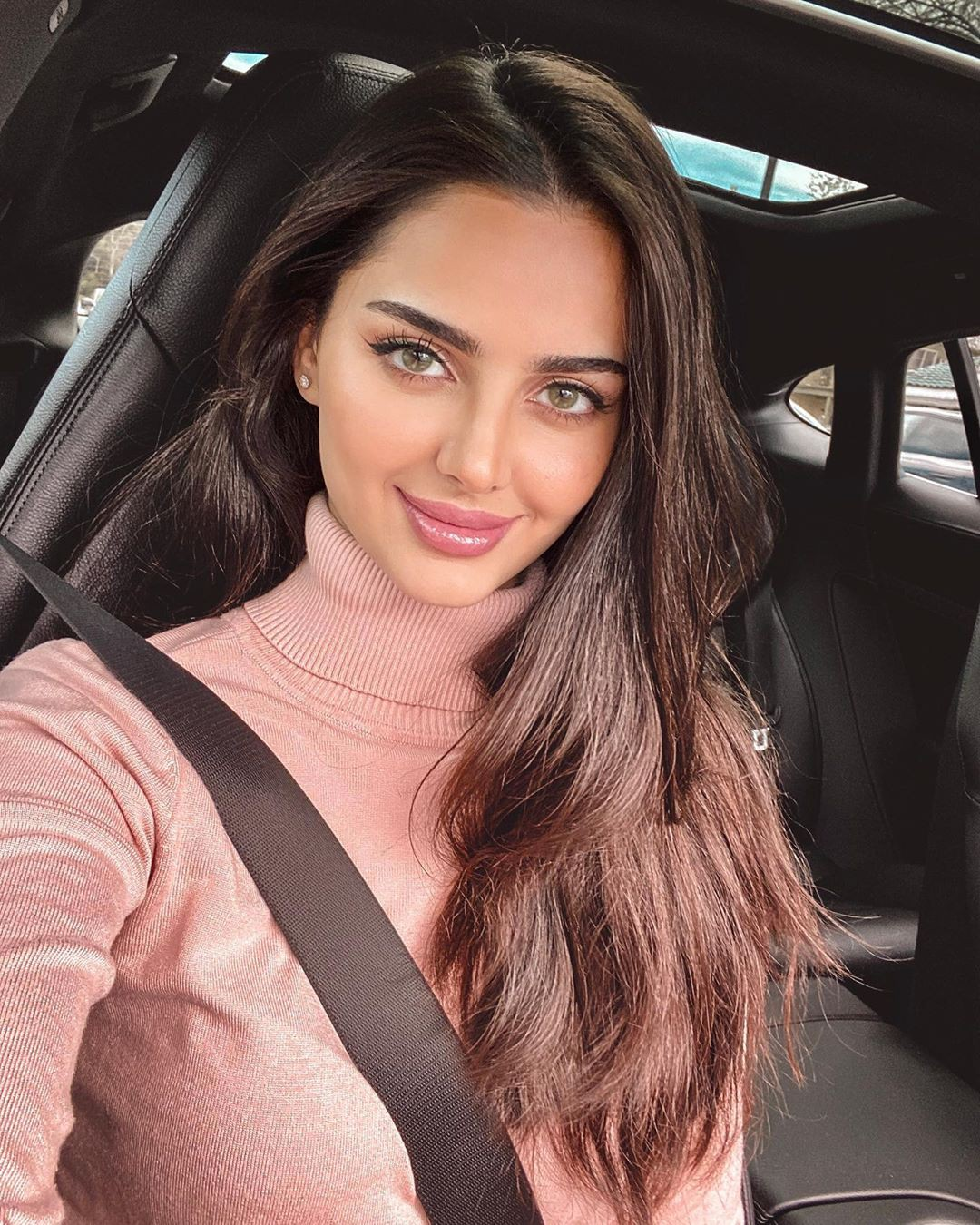 Mahlagha Jaberi Girls With Cute Face, Lip Makeup, Easy Long Hairstyles