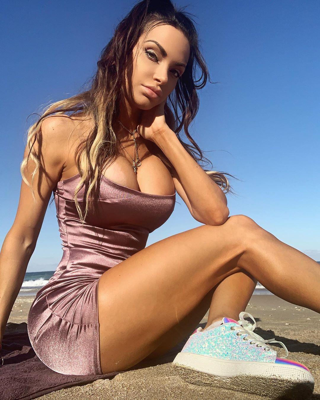 Nienna Jade bikini classy outfit, instagram photoshoot, fashion photography