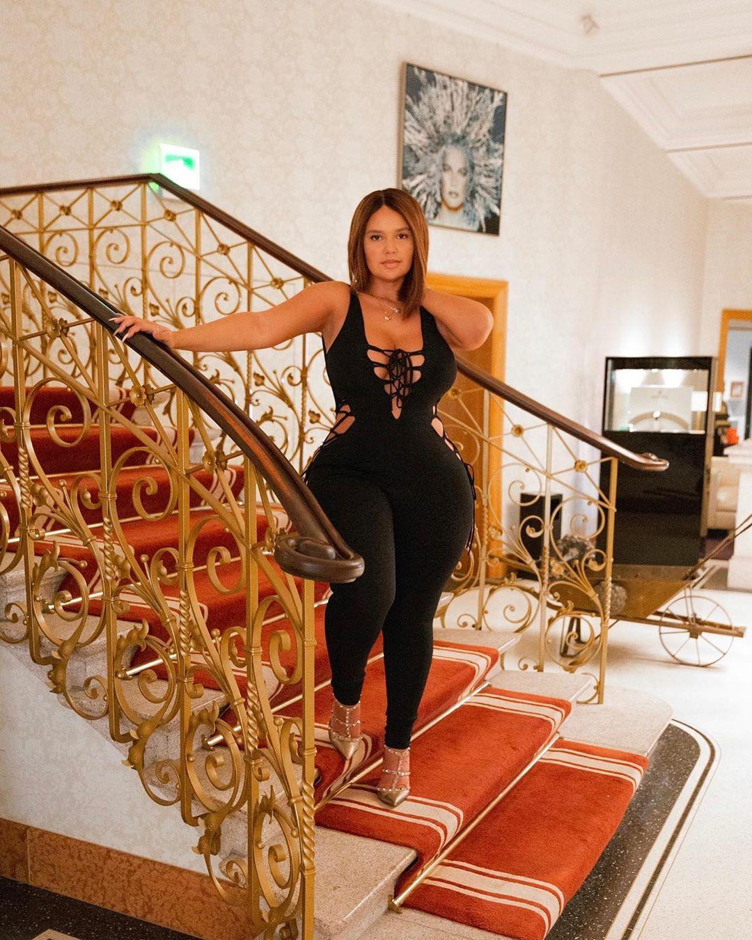 Pamela Alexandra sportswear colour ideas, photoshoot poses, hot girls thighs
