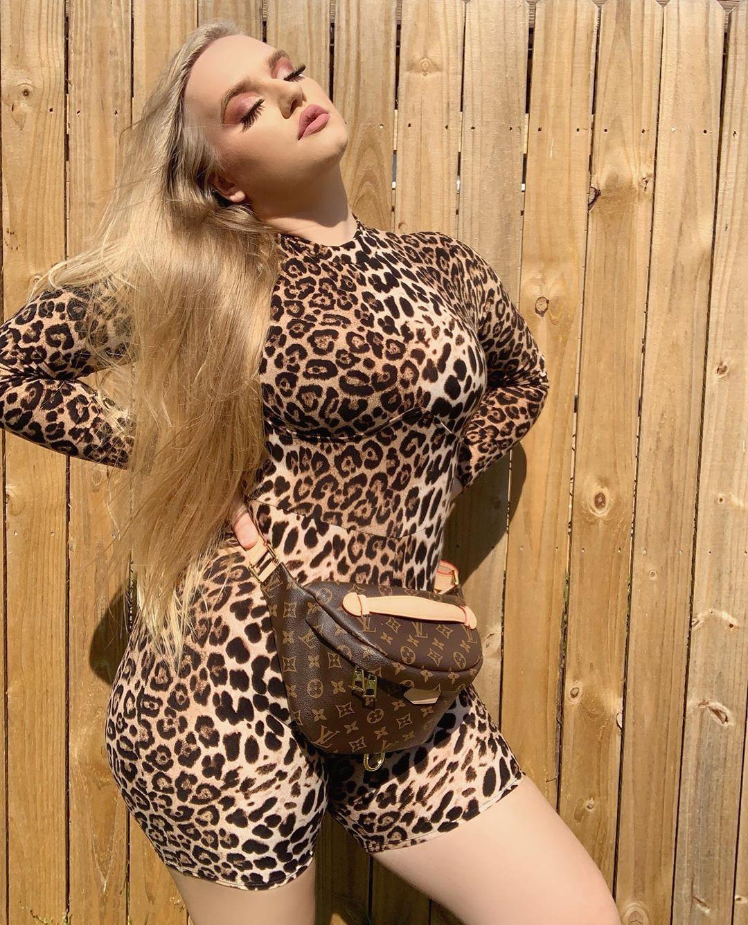 Angelica Maria fur colour ideas, girls photoshoot, legs photo