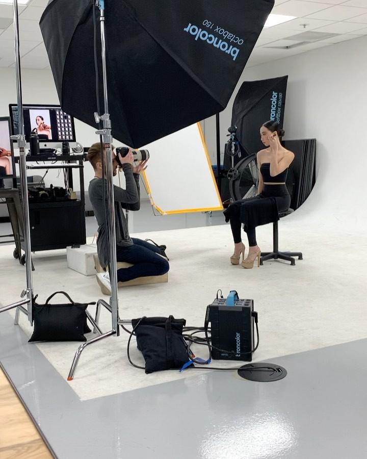 Elizabeth Nguyen fashion accessory clothing ideas, photography for girl, umbrella