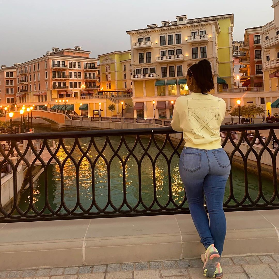 Ayisha Diaz denim, jeans colour outfit, photography ideas