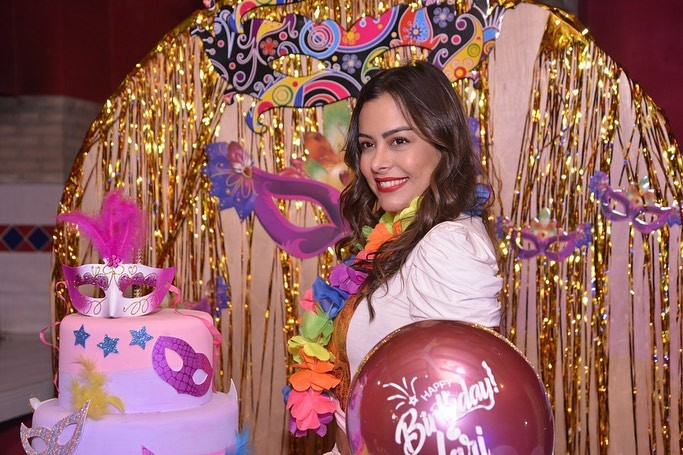 Lari Riquelme enjoying her day, cake decorating, sweet sixteen