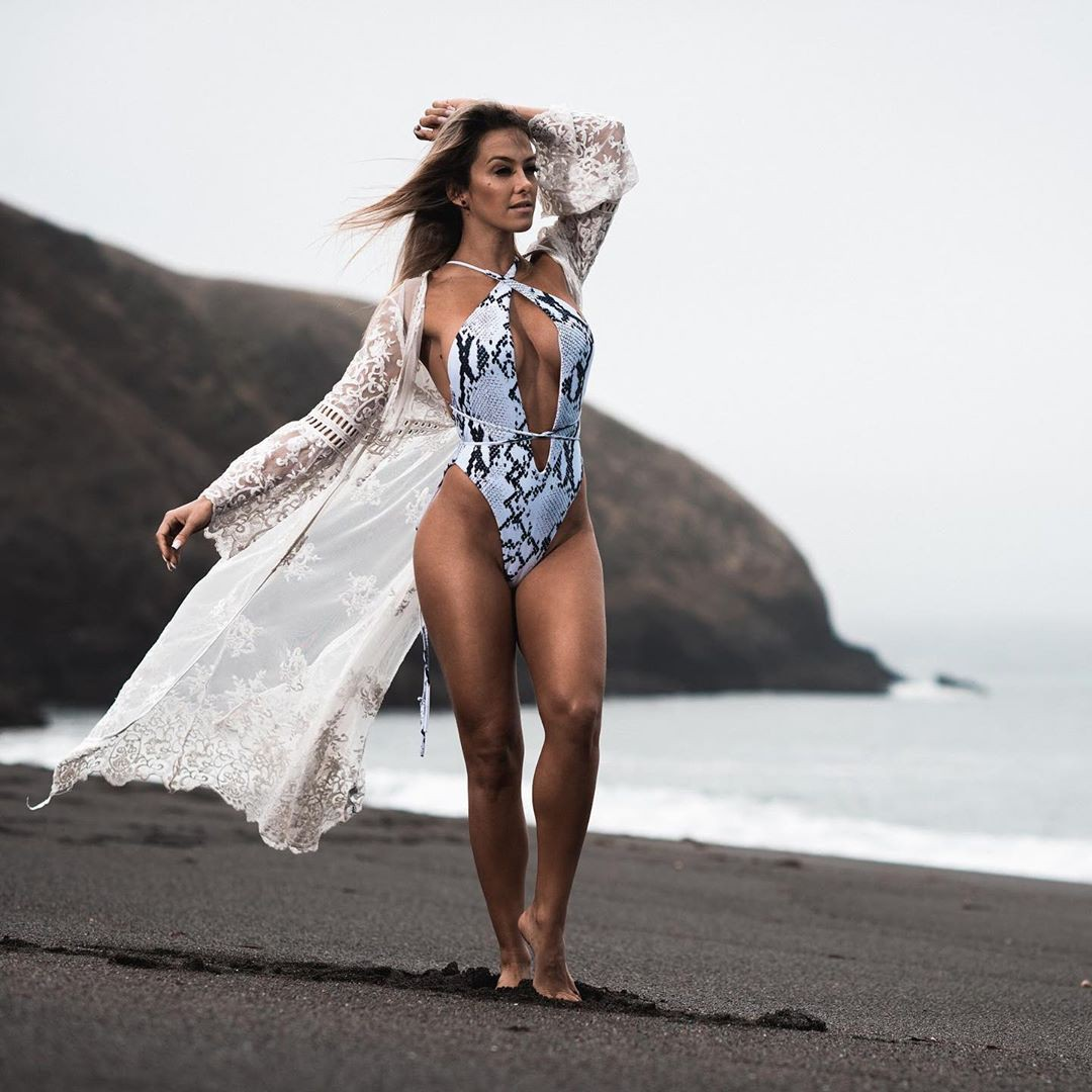 Amanda Ferguson bikini girl colour outfit, you must try, instagram photoshoot, female thighs