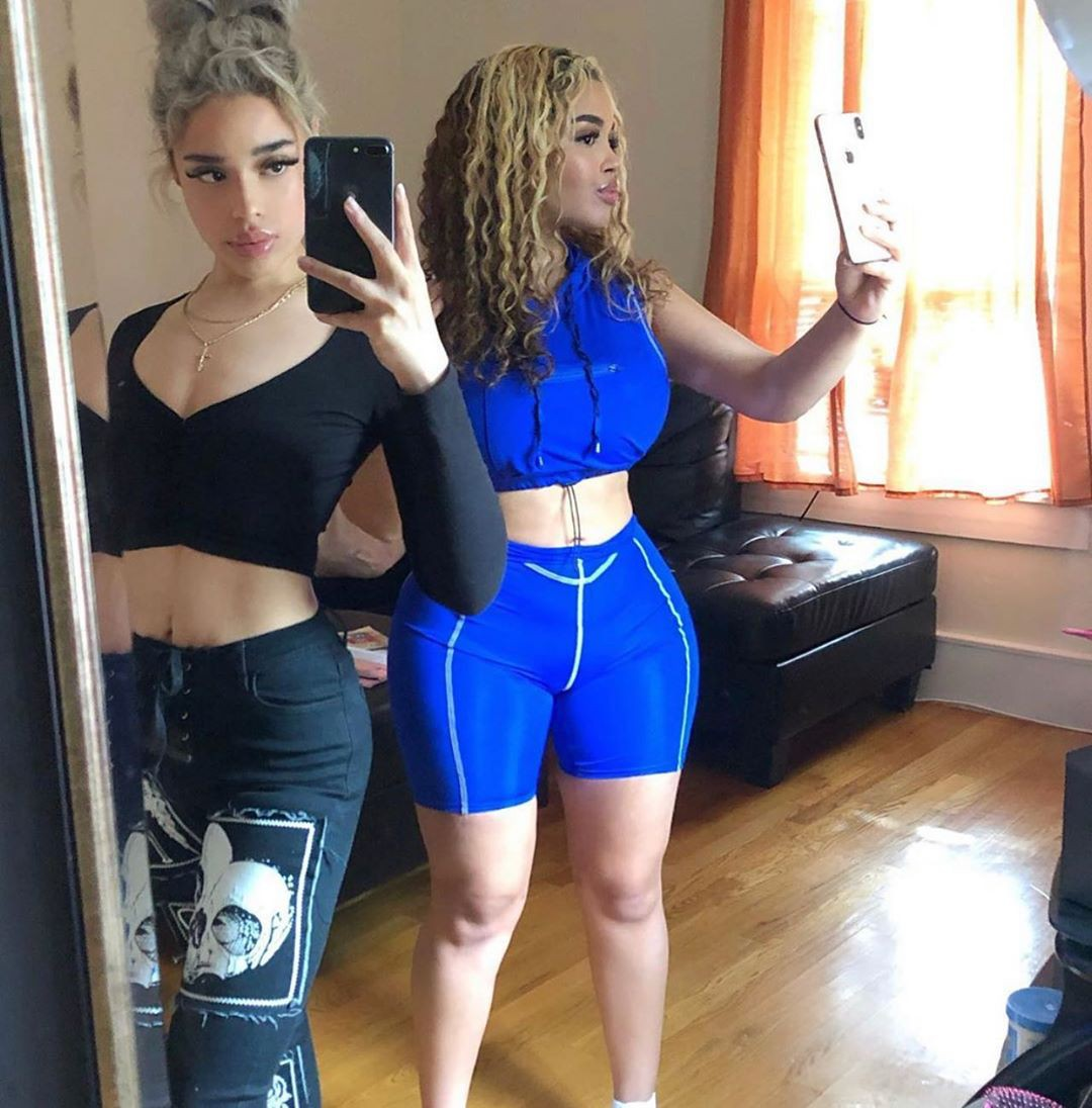 electric blue colour outfit with sportswear, female thighs, legs picture