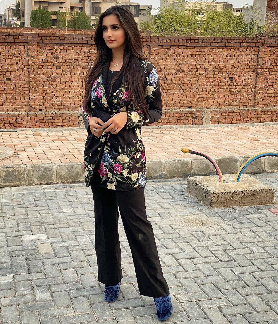 Alishbah Anjum jacket, jeans matching outfit, beautiful girls pictures