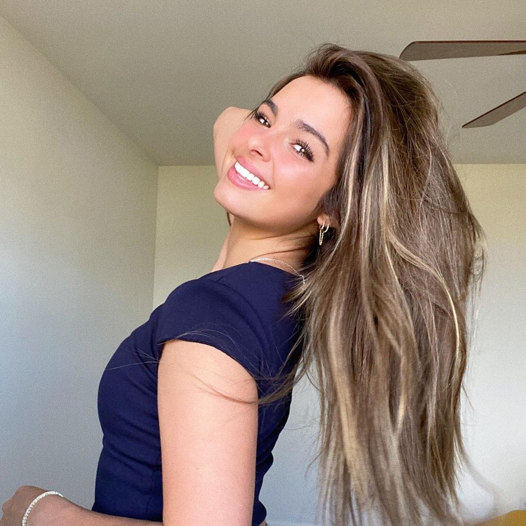 Addison Rae natural blong hairs, Lovely Face, Woman Long Hair Style