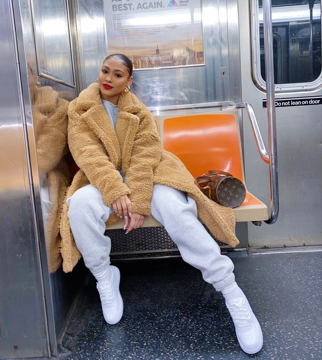 Naysha Wiley fur clothing, fur colour outfit, hot legs