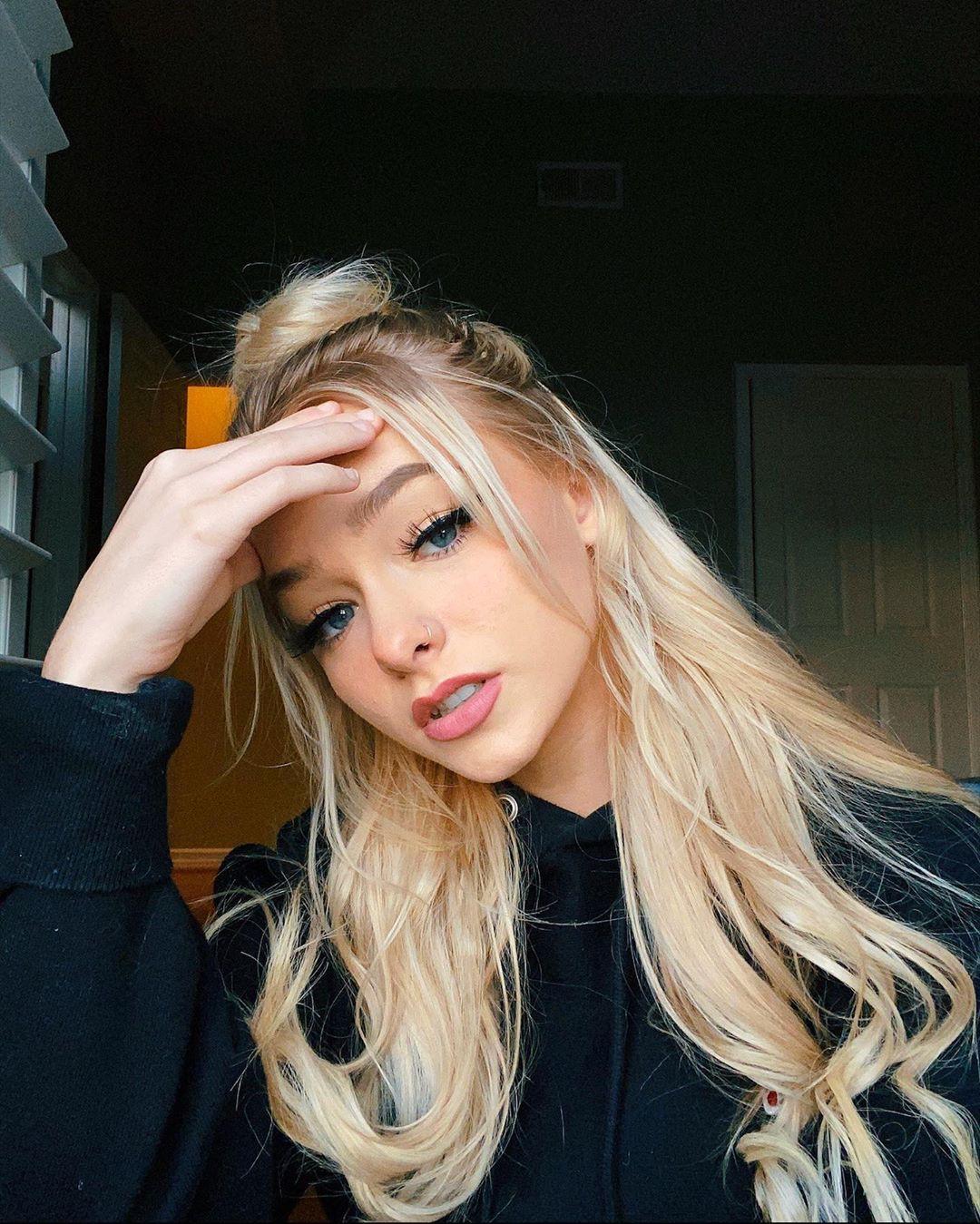 Zoe Laverne blond hairs, Face Makeup, Lip Makeup