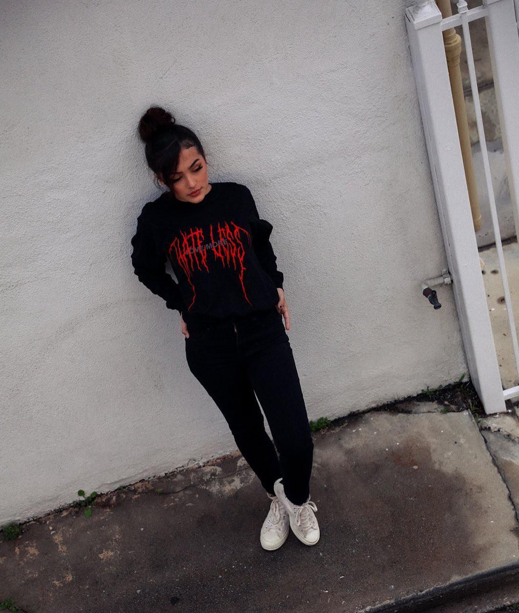 Hailey Orona trousers, tights colour ideas, photography ideas