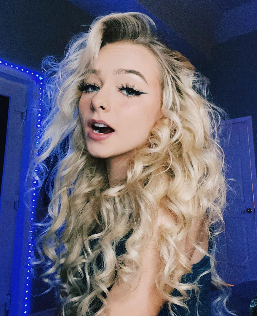 Zoe Laverne blond hairs, Cute Girls Face, Natural Glossy Lips