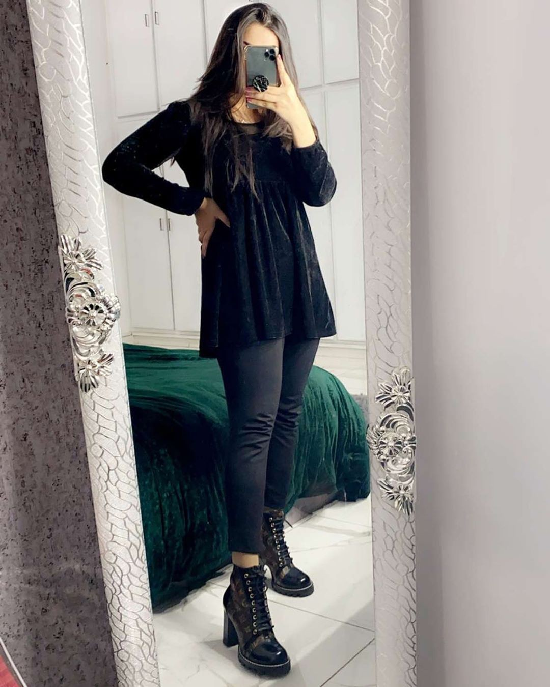 black style outfit with leggings, tights, hot legs picture
