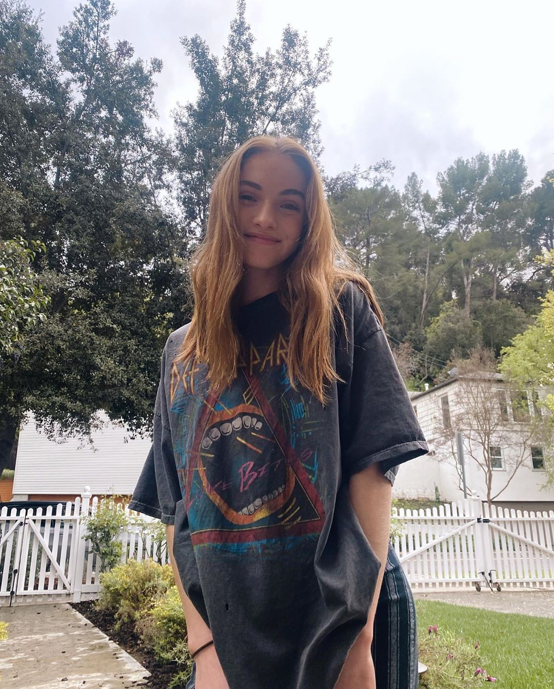 Lauren Orlando t-shirt colour outfit, Easy Long Hairstyles, Haircuts